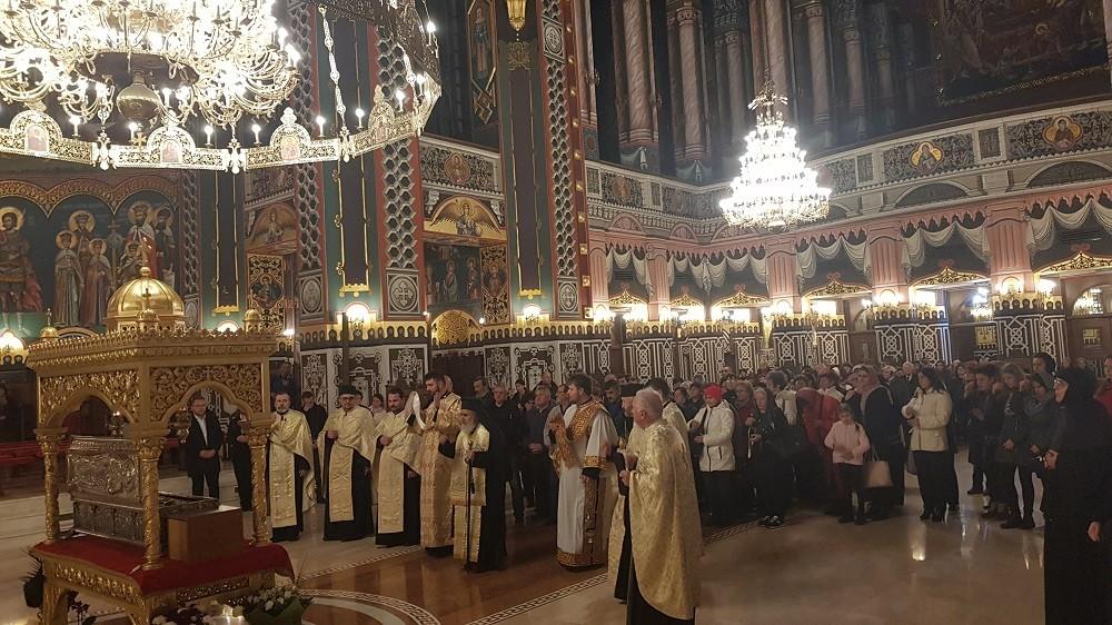 (FOTO) Procesiune cu moaștele Sfântului Ioan Gură de Aur, la Catedrala Arhiepiscopală din Arad