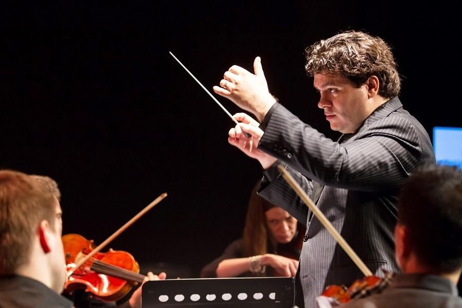 Românul Cristian Măcelaru, numit director muzical al Orchestrei Naționale a Franței