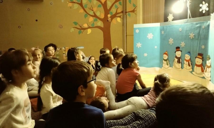 Sub semnul poveștilor de Crăciun. Program special, în luna decembrie, pentru copiii din centrele de plasament din județul Arad