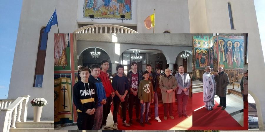 """Slujbă de pomenire în memoria celor căzuți în Al Doilea Război Mondial, la inițiativa colectivului Școlii """"ASTRA"""" din Arad"""