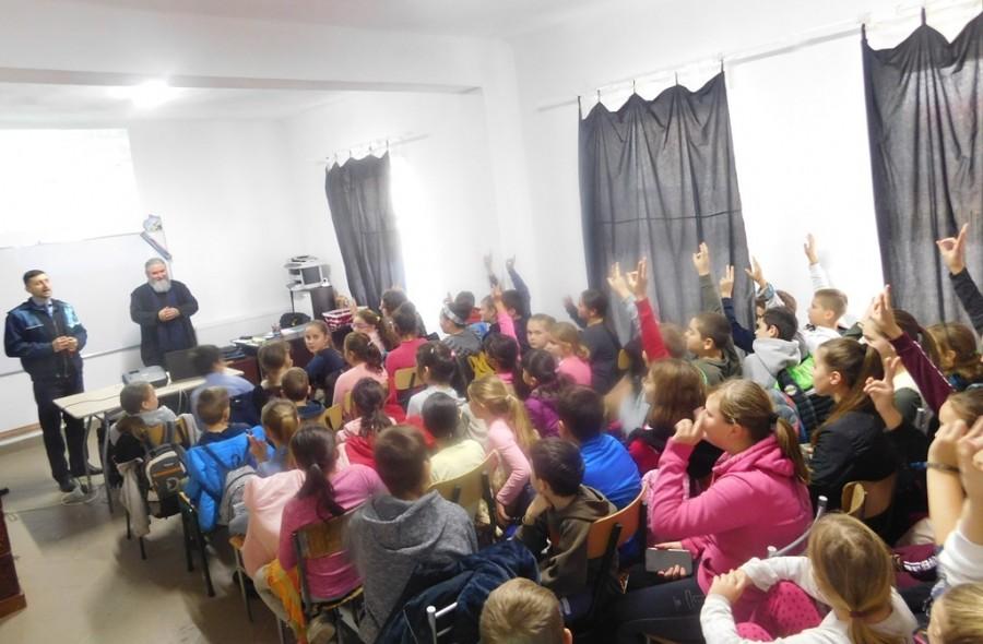 Activitate educativă despre siguranța online organizată la Școala din Galșa