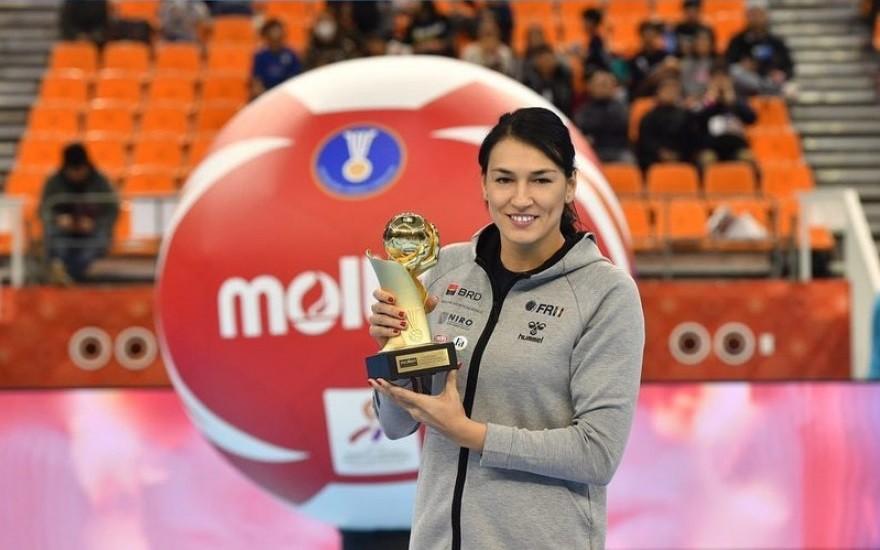 Cristina Neagu a primit trofeul pentru cea mai bună handbalistă din lume