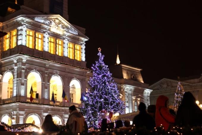 Luminițele din  pomul de Crăciun se vor aprinde în Ajun de Moș Nicolae