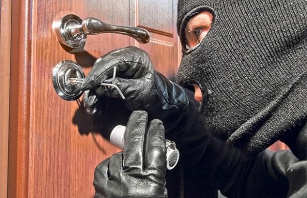 """""""Hoții îți invadează intimitatea"""" - Campanie naţională pentru prevenirea furturilor din locuinţe"""