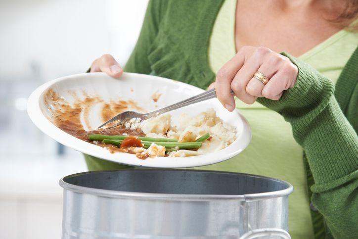 În România, se aruncă în medie 11,9% din mâncarea cumpărată