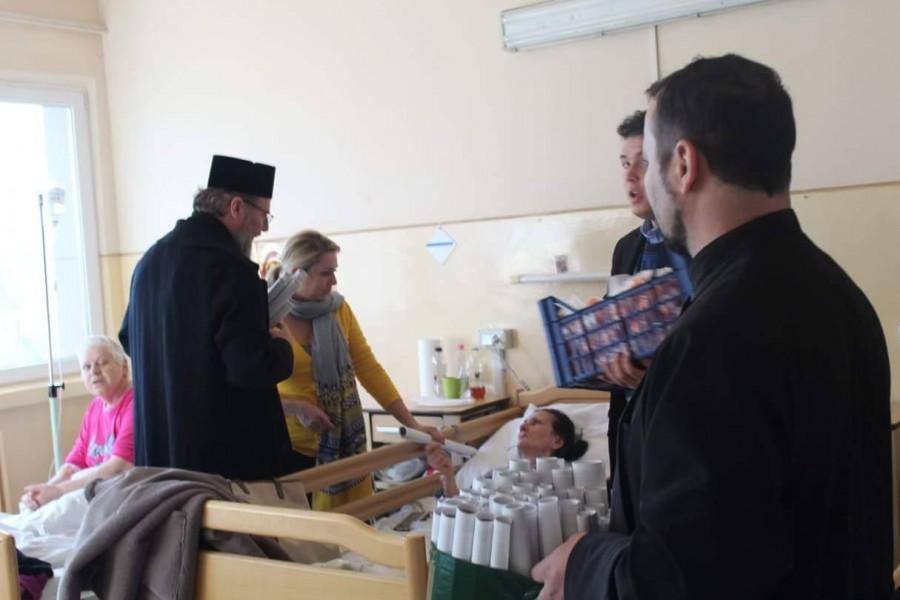 Un altfel de Bine. Bolnavii de la Județean și copiii de la Centrul Școlar pentru Educație Incluzivă Arad, colindați de PS Emilian Crișanul și membrii ASCOR