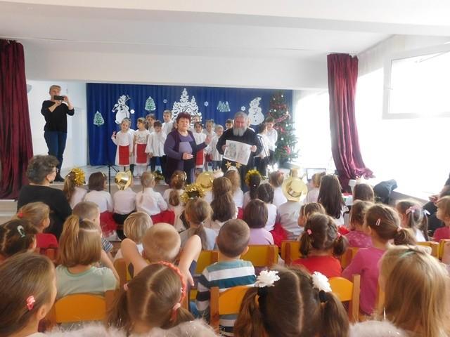 """Program artistic-religios și daruri pentru cei mici de la Grădinița """"Palatul Fermecat"""""""