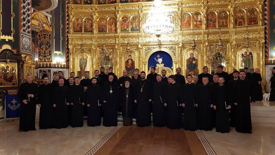 """(FOTO) Corala Preoților Arhiepiscopiei Aradului a susținut un concert caritabil în Catedrala """"Sfânta Treime"""""""