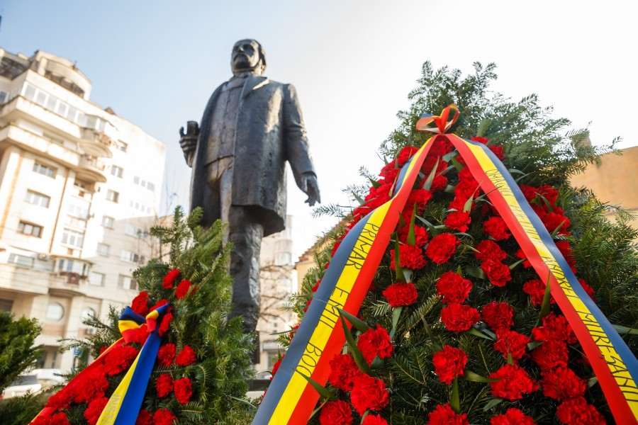 Statuia poetului Andrei Mureșanu, autorul Imnului Național, dezvelită la Cluj-Napoca