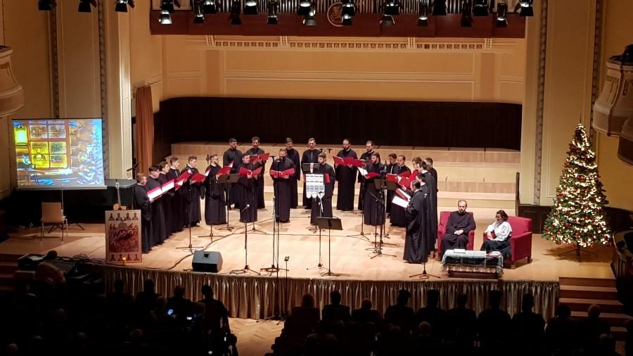 """(FOTO) Corul psaltic """"Sfântul Ioan Damaschin"""" a coborât Crăciunul în sufletele a sute de arădeni, de pe scena Filarmonicii de Stat Arad"""