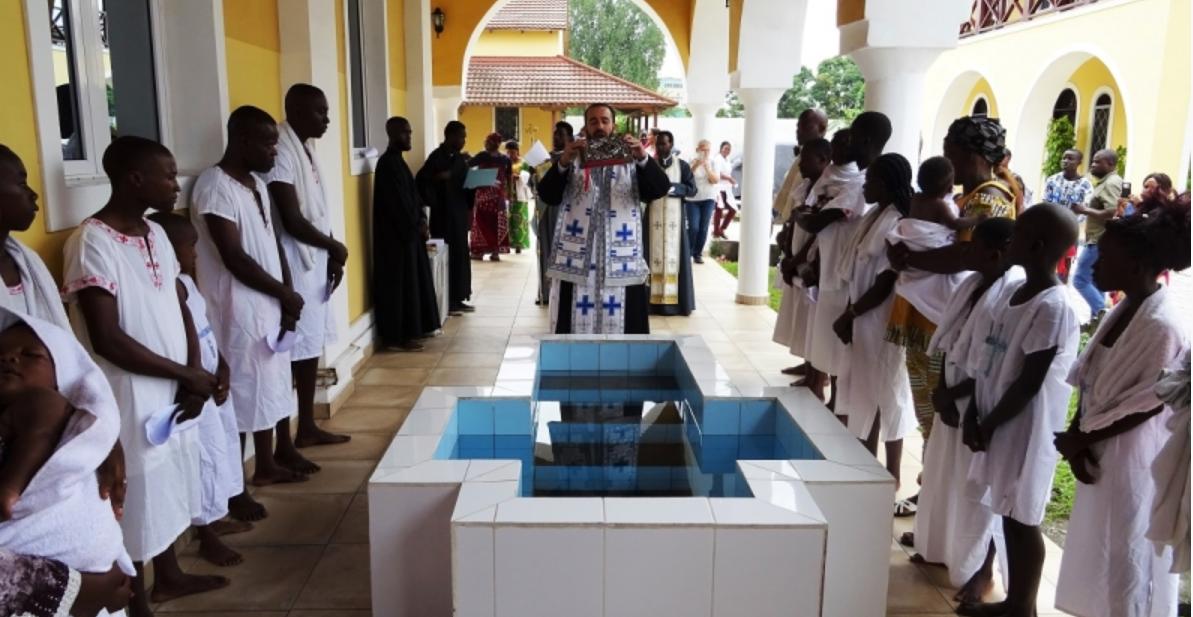 52 de persoane s-au convertit la Ortodoxie în Congo. Au primit Taina Botezului chiar în Ajunul Crăciunului