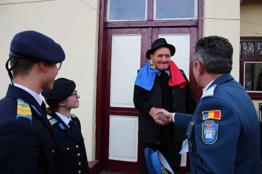 """""""Să fiţi cinstiţi în munca voastră şi să nu fiţi egoişti!"""" - veteranul de război Vasile Munteanu, la 98 de ani"""