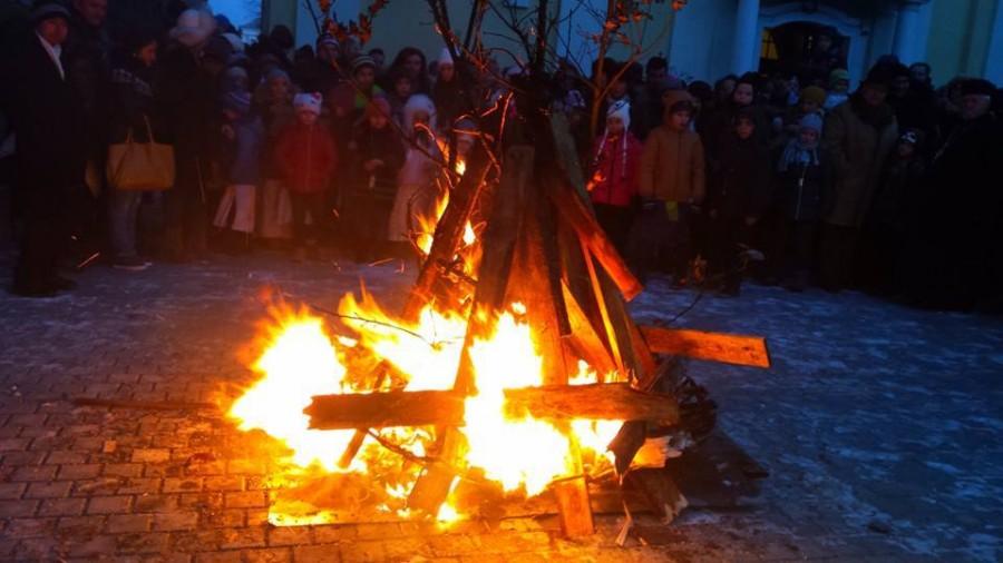 Tradiții și obiceiuri de Crăciunul sărbătorit pe rit vechi