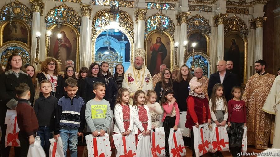 (FOTO) Copiii și profesorii care au participat la Concertul caritabil pentru reabilitatea Secției de Pediatrie, răsplătiți de Arhiepiscopie cu daruri și diplome