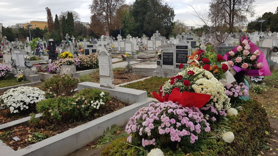 Candele, flori și morminte. Bogatul nemilostiv și săracul Lazăr, la marginea gropii