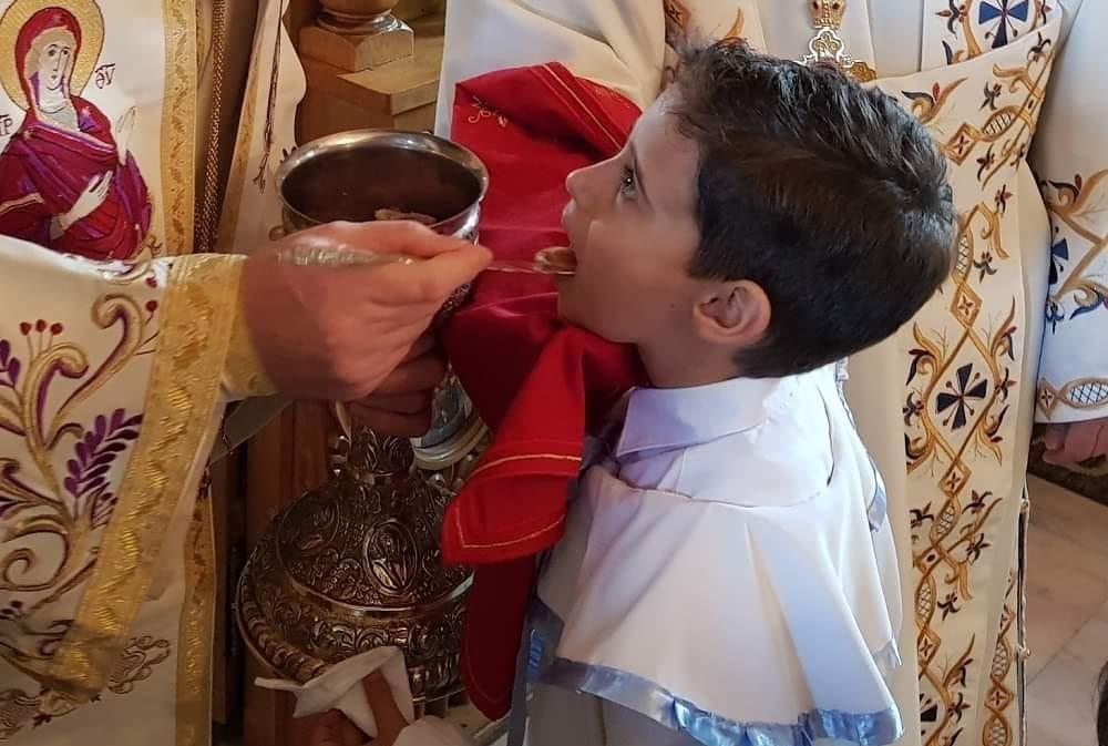 """Patriarhul Daniel: """"Sfânta Euharistie nu este şi nu poate fi niciodată izvor de îmbolnăvire şi de moarte, ci izvor de viaţă nouă în Hristos"""""""