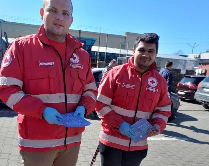 Voluntarii de la Crucea Roșie Arad, în sprijinul celor afectați de coronavirus