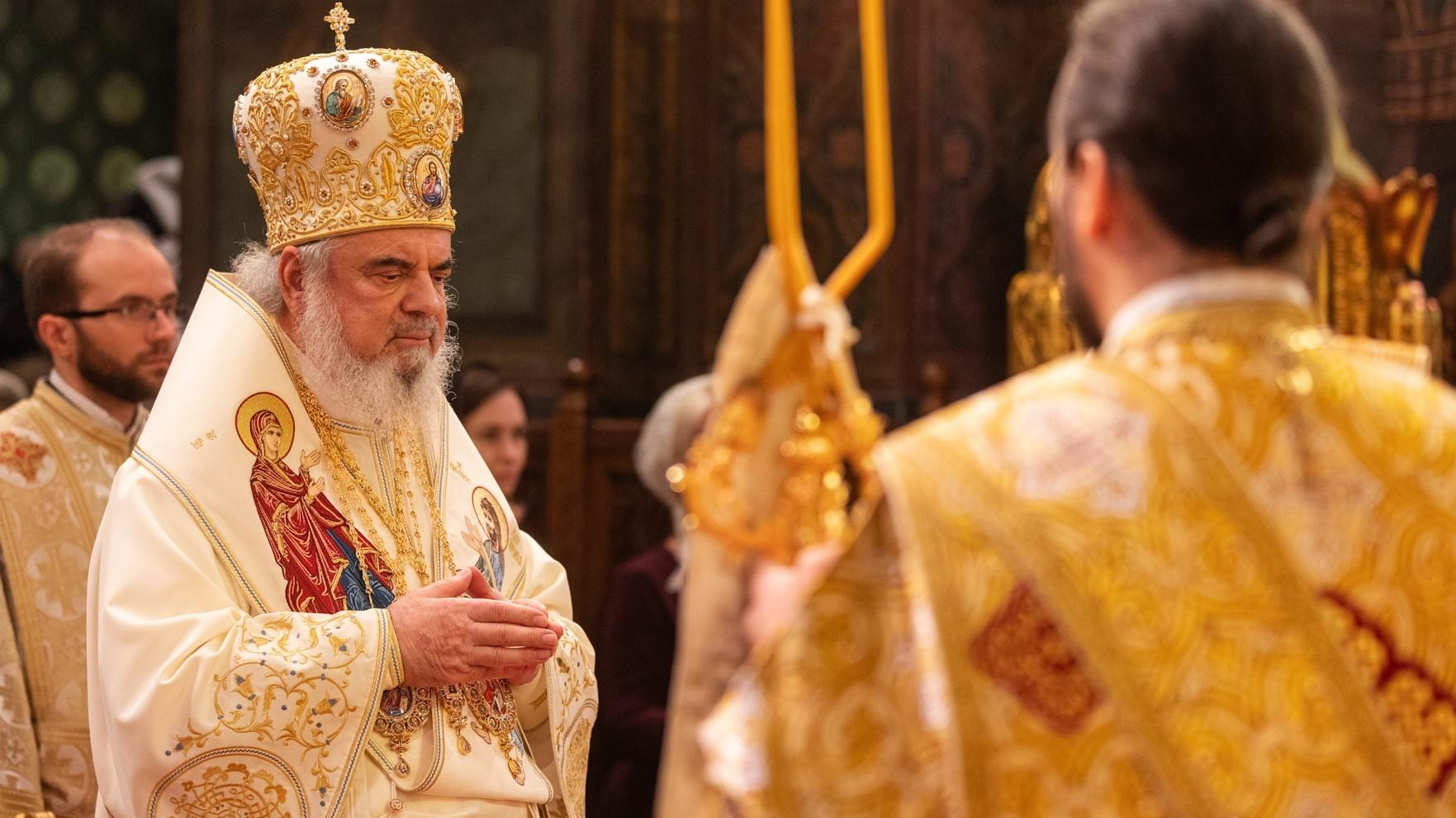 """Patriarhul Daniel: """"Să transformăm perioada de criză medicală într-una de întărire în credință și sporire a dragostei"""""""