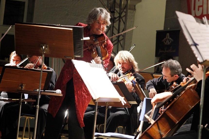 """Vienna Crystal Christmas"". Johann Strauss Ensemble va susține șapte concerte de neratat în România"