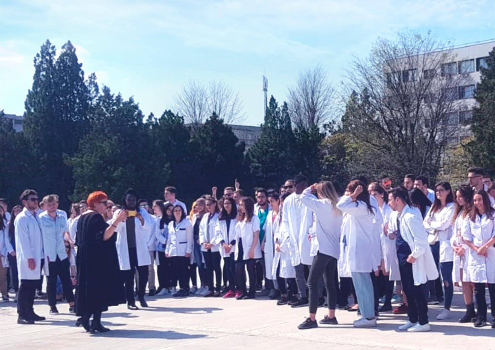 Lecția de altruism predată de studenții și rezidenții de la UVVG. Voluntari în lupta pentru combaterea coronavirusului