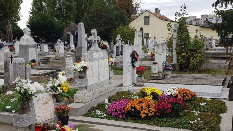 Înmormântări cu cel mult 8 persoane și fără coroane de flori în cimitirele din Arad