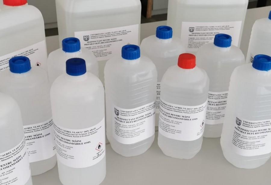 """Dezinfectant produs în laboratoarele Universității """"Aurel Vlaicu"""", distribuit în spitalele din Arad, Timiș și Caraș"""