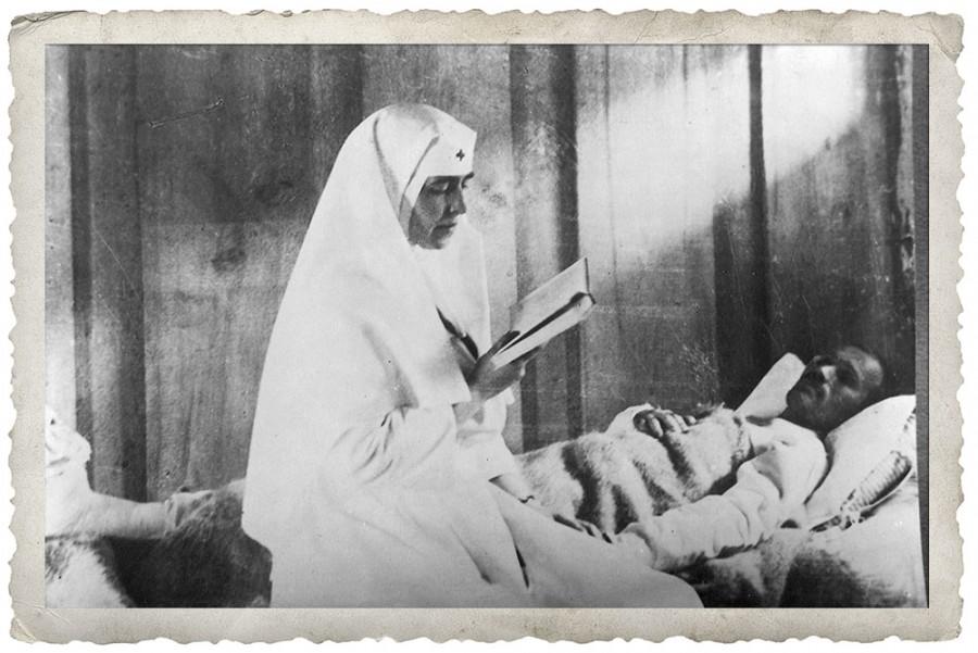 """Inima Reginei Maria, multiplicată în inimile medicilor care astăzi au ales să rămână """"în front"""""""