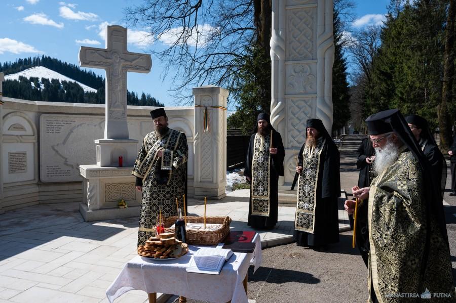 Slujbă de pomenire pentru victimele masacrului de la Fântâna Albă