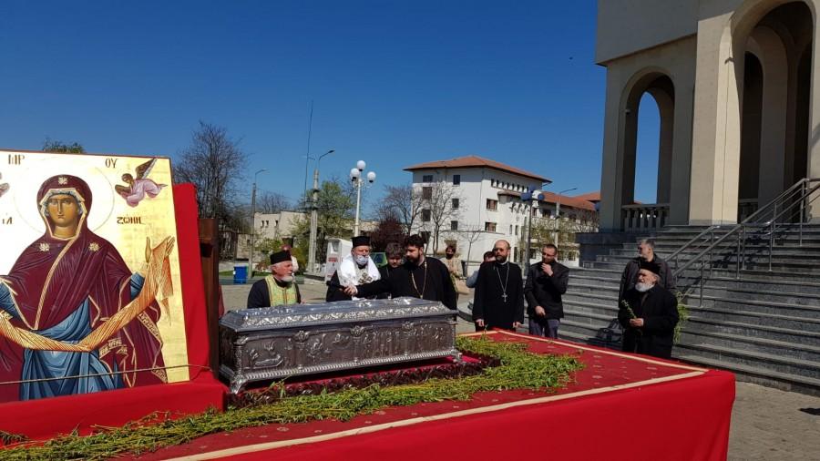 Procesiune cu Moaștele Sfântului Ioan Gură de Aur și Icoanele Maicii Domnului în Cetatea Aradului, spre ajutor și întărire în lupta cu pandemia