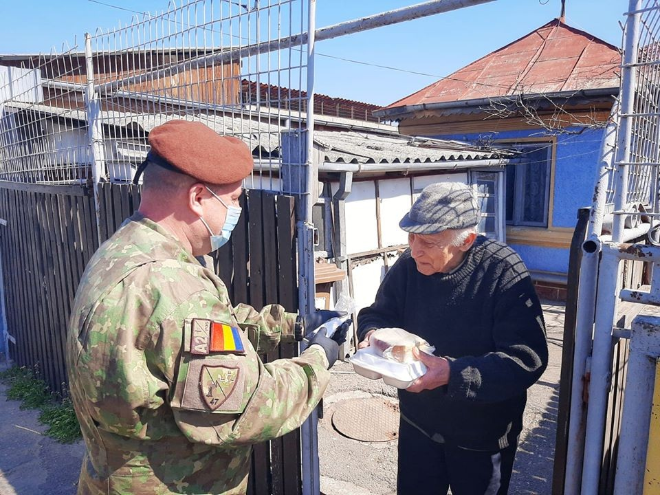 Dorința unui veteran de război de 98 de ani. Să treacă pandemia pentru a mai putea participa la o defilare și a se întoarce la unitatea unde și-a lăsat inima