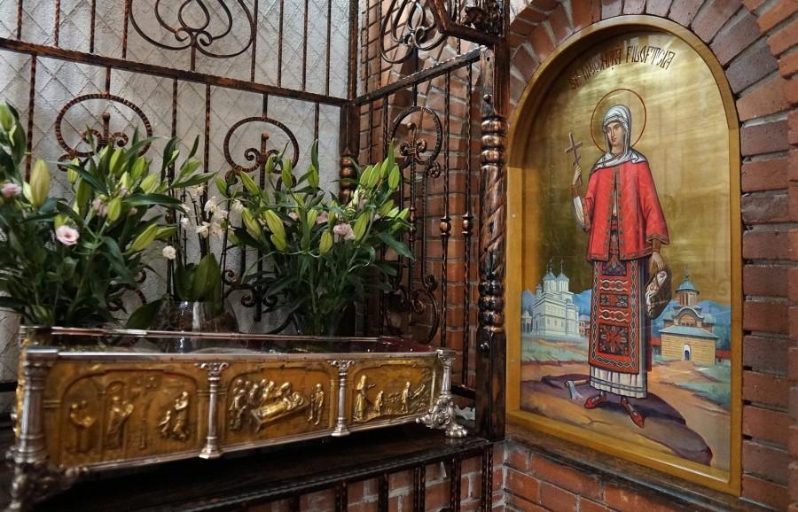 Moaștele Sfintei Mucenițe Filoteia, scoase în procesiune pentru ajutor în lupta cu pandemia de coronavirus