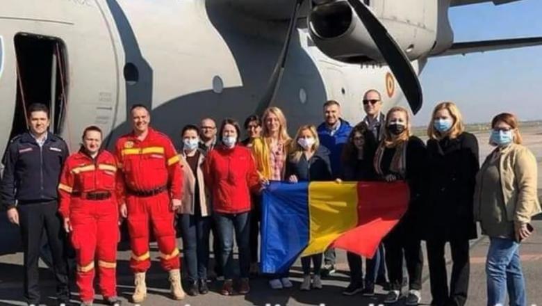 Cei 15 medici și asistenți români care au fost în misiune în Italia s-au întors acasă