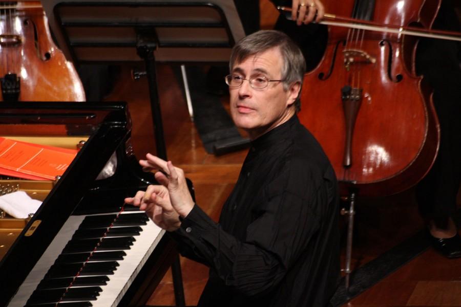 """Christian Zacharias devine director de onoare al Filarmonicii """"George Enescu"""". Muzicianul împlinește astăzi 70 de ani"""