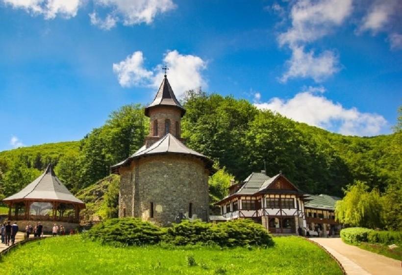 Mănăstirea Prislop, implicată în lupta împotriva pandemiei de coronavirus