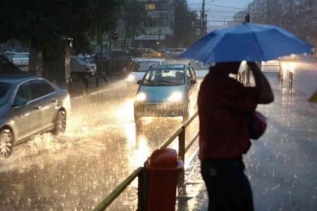 Alertă de vreme rea în toată țara: descărcări electrice, intensificări ale vântului, vijelii și căderi de grindină