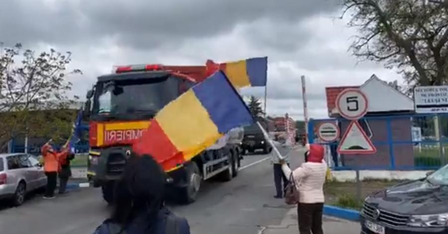(VIDEO) Cum au primit românii de dincolo de Prut convoiul umanitar din România