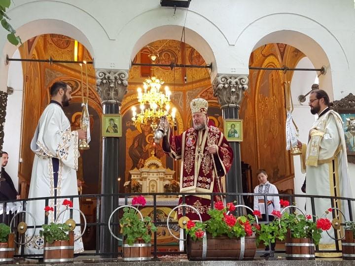 """PS Emilian Crișanul: """"Să învățăm să vedem dincolo de aparențe, să vedem lumina din oameni, pronia dumnezeiască și frumusețea luminii Învierii lui Hristos"""""""