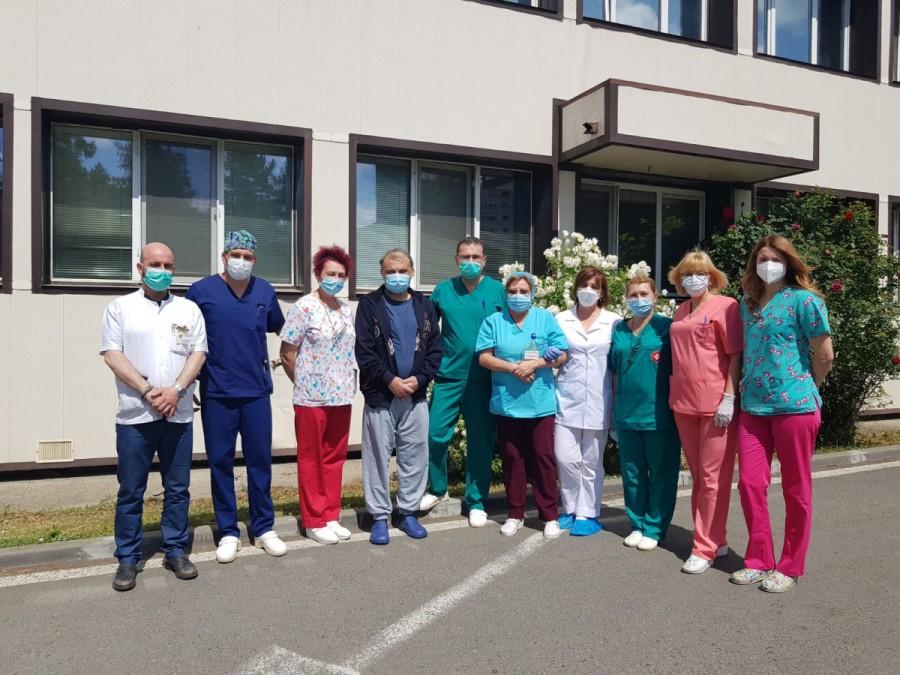 Un arădean de 52 de ani a fost externat astăzi din spital, după ce a luptat mai bine de două luni cu virusul SARS CoV-2