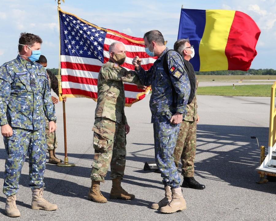 O echipă de medici militari din România ajută Statele Unite în lupta împotriva COVID-19