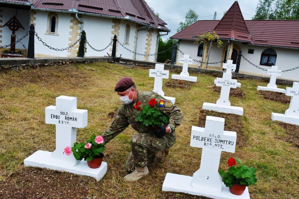 Mormintele Eroilor din Muntele Rece, îngrijite de militari