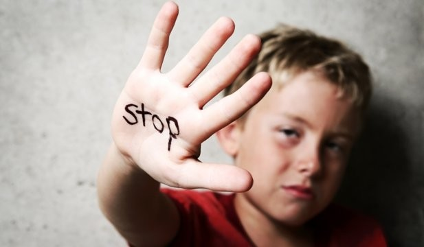Ziua internaţională a copiilor victime ale agresiunii. 250 de milioane de copii trăiesc în ţări şi zone afectate de conflicte