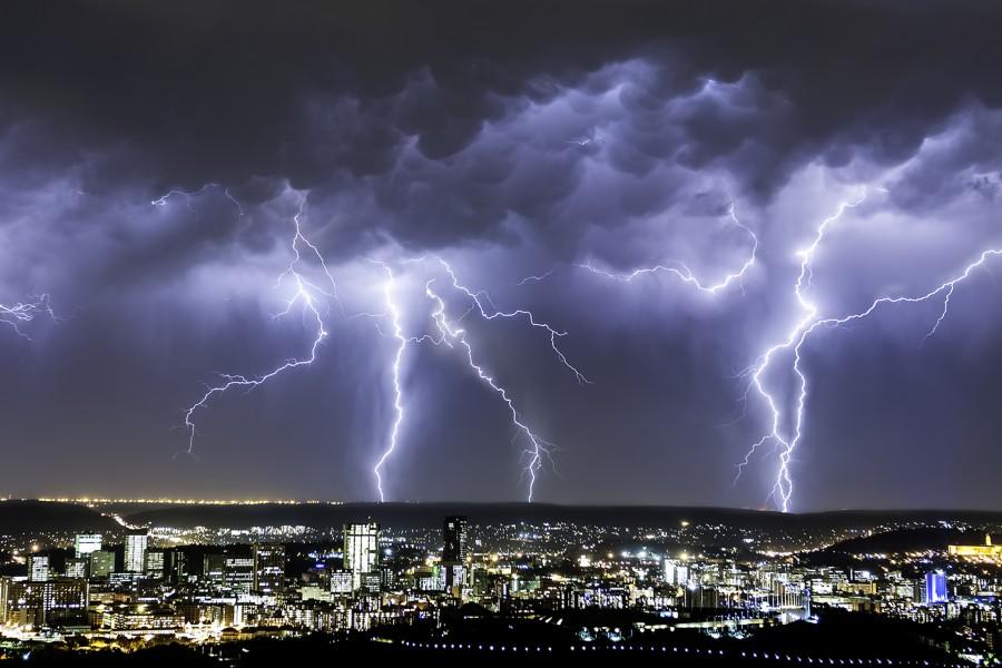 Codul galben de furtuni și grindină, prelungit până joi și va cuprinde aproape toată țara