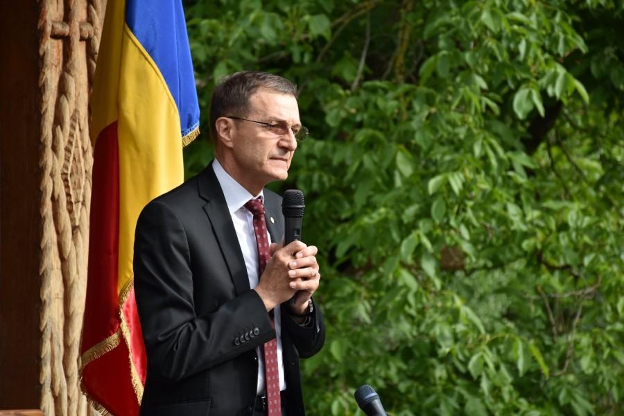 """Ioan Aurel Pop, la Tăuți: """"Educația patriotică în familie și școală, temei al iubirii universale"""""""