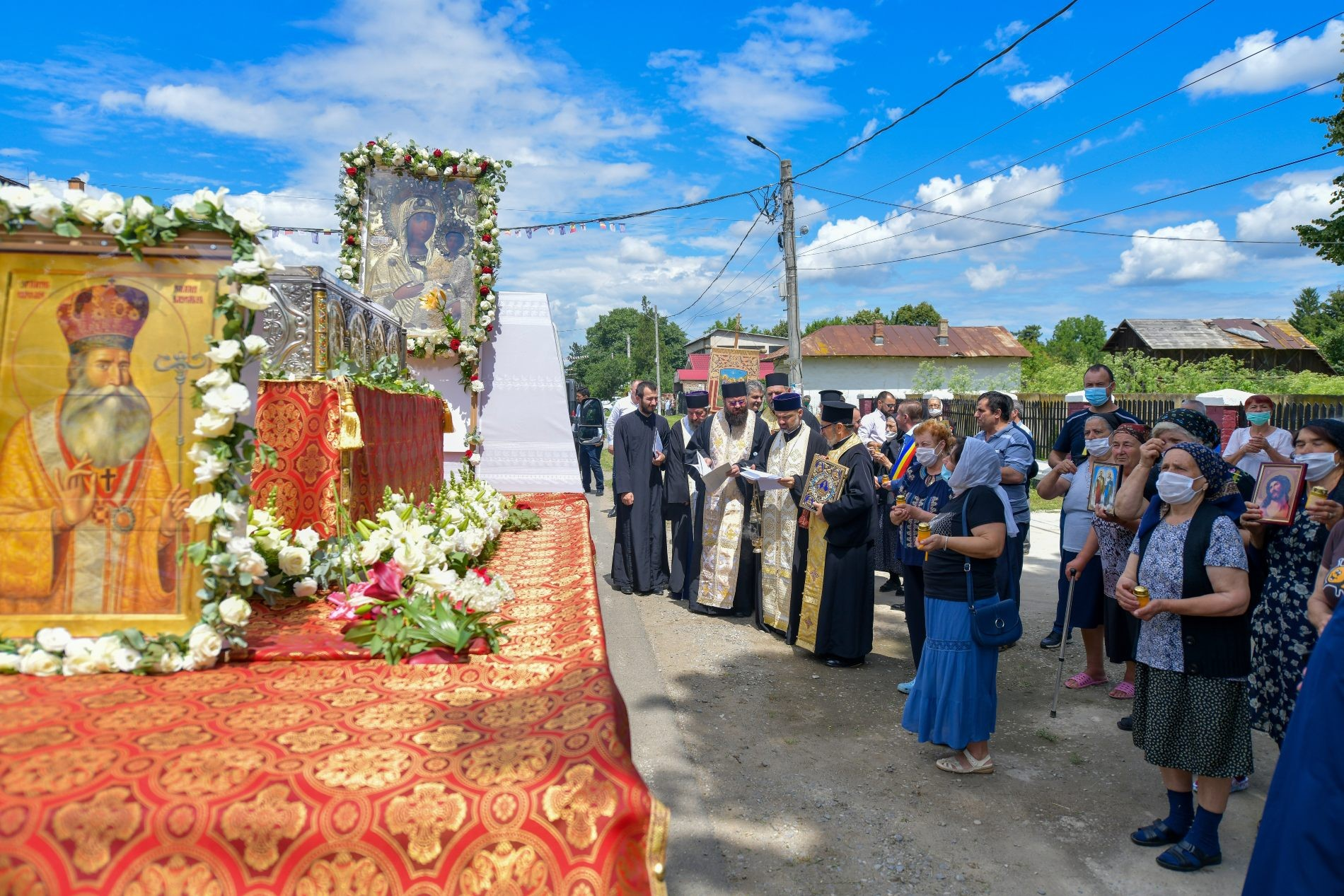 Moaștele Mitropolitului Grigorie Dascălu au fost scoase pentru prima dată în procesiune