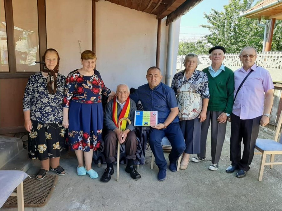 """Veteranul de război Gavrilă Bărluț, sărbătorit la 103 ani: """"Nimic nu e greu, dacă nu te desparți de Dumnezeu"""""""
