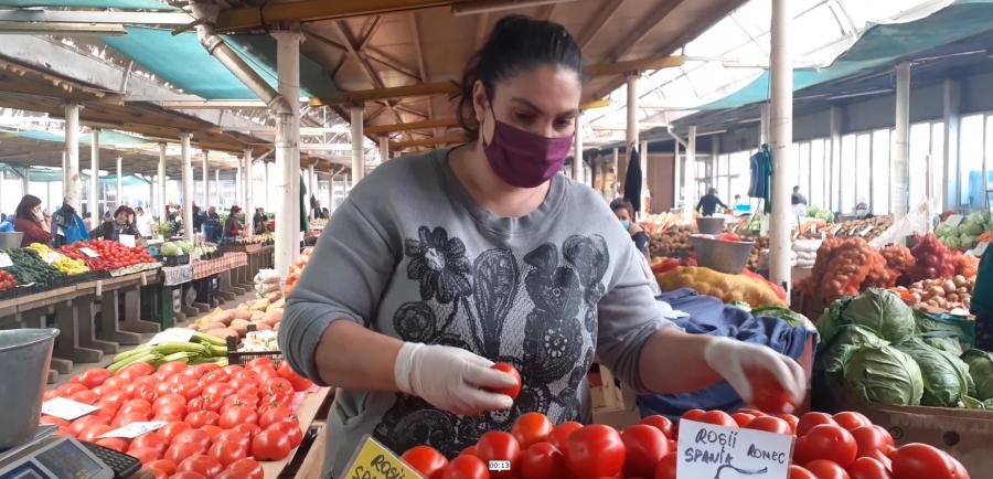 Masca de protecție este obligatorie în piețele arădene. Începând de astăzi, și în piața Obor