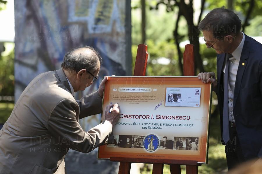 Întreg poştal dedicat sărbătoririi centenarului academicianului Cristofor I. Simionescu, lansat la Academia Română