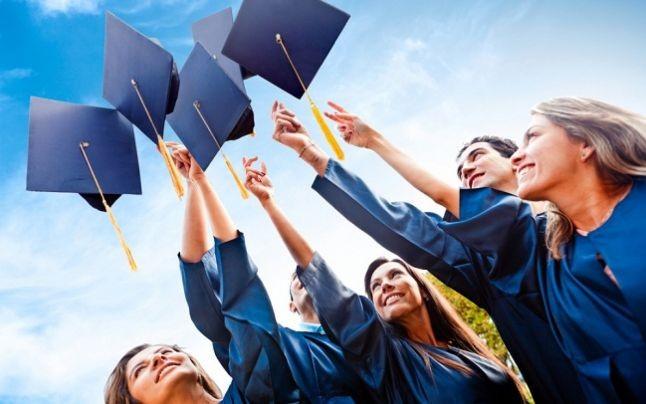 Absolvenţii instituţiilor de învăţământ, în vârstă de 16 ani, pot primi indemnizaţie de şomaj timp de 6 luni