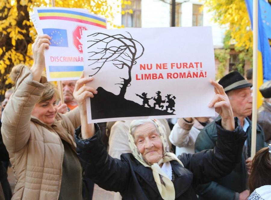 """Românii din Ucraina denunţă un """"genocid cultural-lingvistic"""" împotriva lor"""