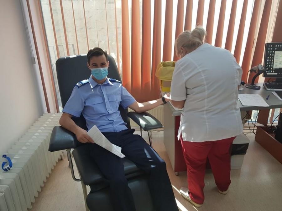 Donează sânge, salvează o viață! Jandarmii arădeni s-au alăturat campaniei de donare de sânge a Patriarhiei Române